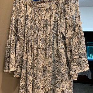 Dressbarn blouse with flutter sleeves size 1X